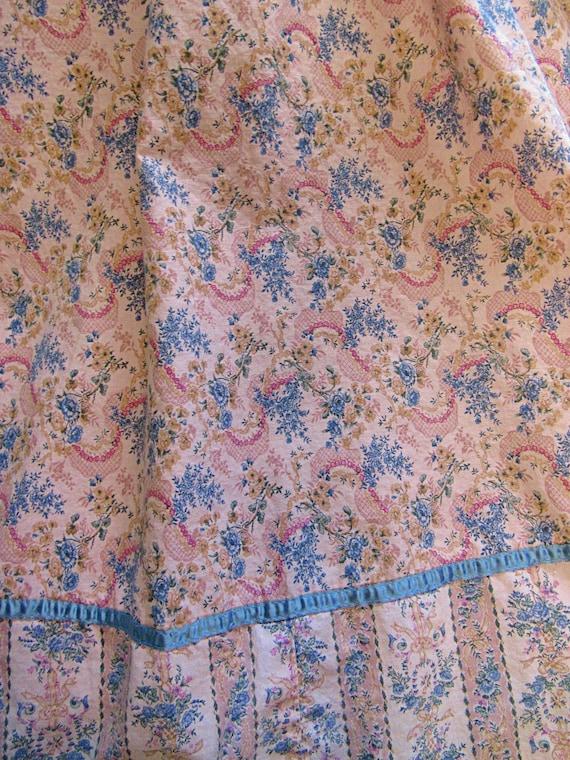 Romantic Victorian Wallpaper Floral Calico Gunne … - image 7