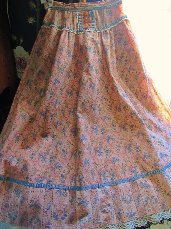 Romantic Victorian Wallpaper Floral Calico Gunne … - image 6