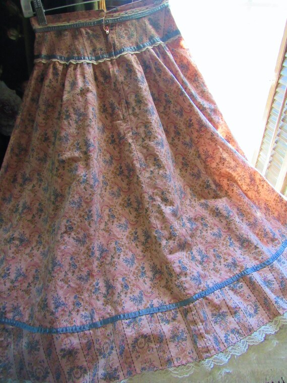 Romantic Victorian Wallpaper Floral Calico Gunne … - image 10