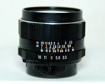 Pentax Super Takumar f3.5/28 - M42 Lens