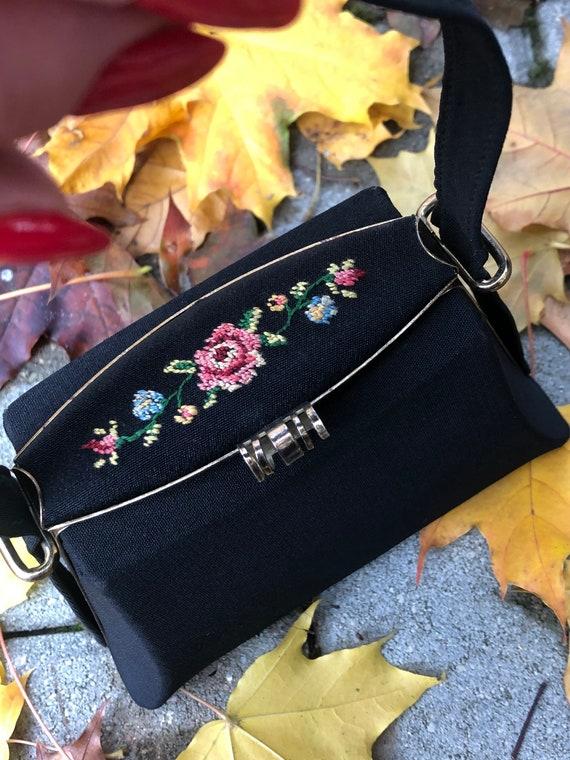 Small English Vintage Women's Mini Black Cloth Han