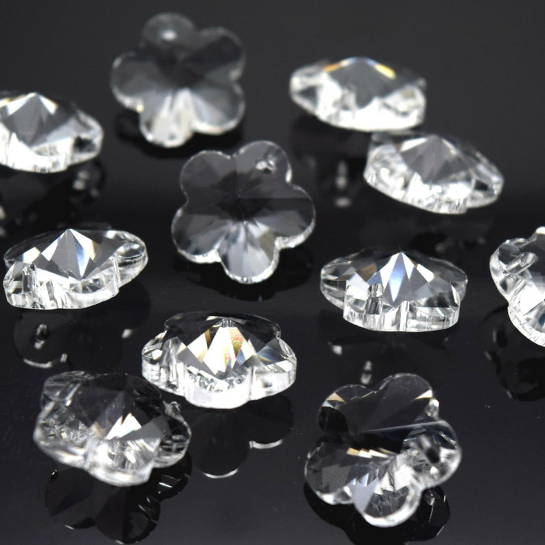Clear 10 x Faceted Glass Flower Pendants 14mm