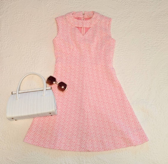 1960s Pink and White Key Hole & Button Double knit