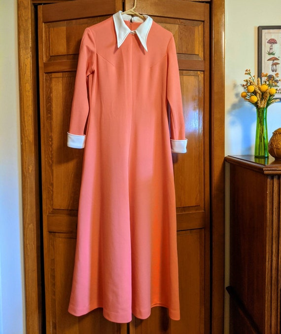 70s Peach & White Dagger Collar Maxi Dress