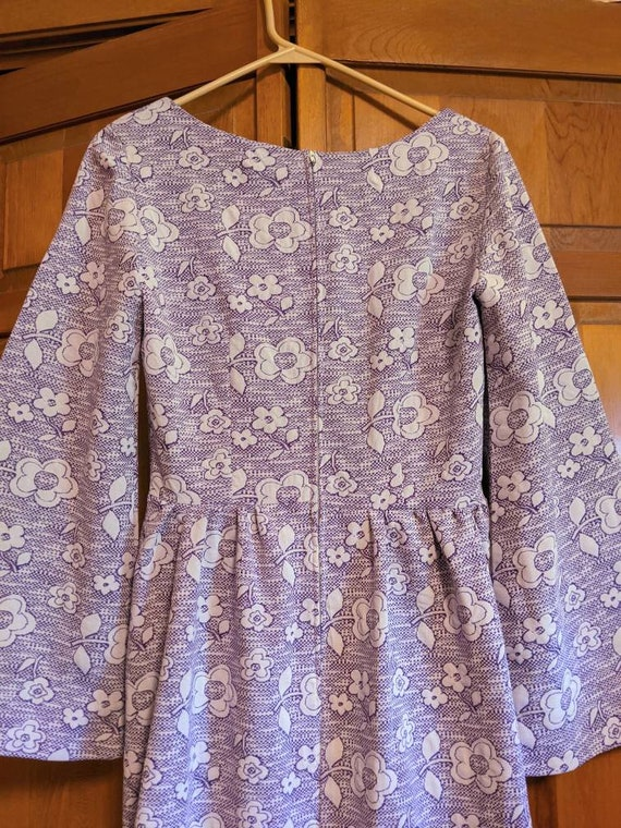 70s Purple & White Floral Polyester Bell Sleeve M… - image 4