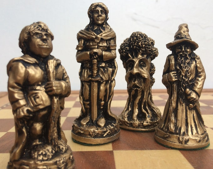 Lord of the Rings Chess Set - LOTR Themed Chess Pieces in Gold and Silver Metallic Effect (Chess pieces only)