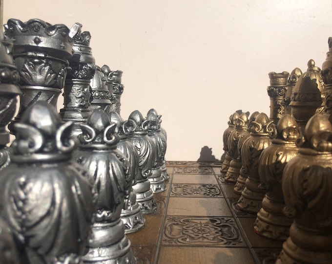 Ornate Staunton Chess set - Antique Effect Luxury Chess set with Felt Bases (Chess pieces only)