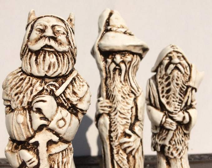 Lord of The Rings Chess Set - LOTR Chess Set - Hard to find early 1970's design (Chess pieces only)