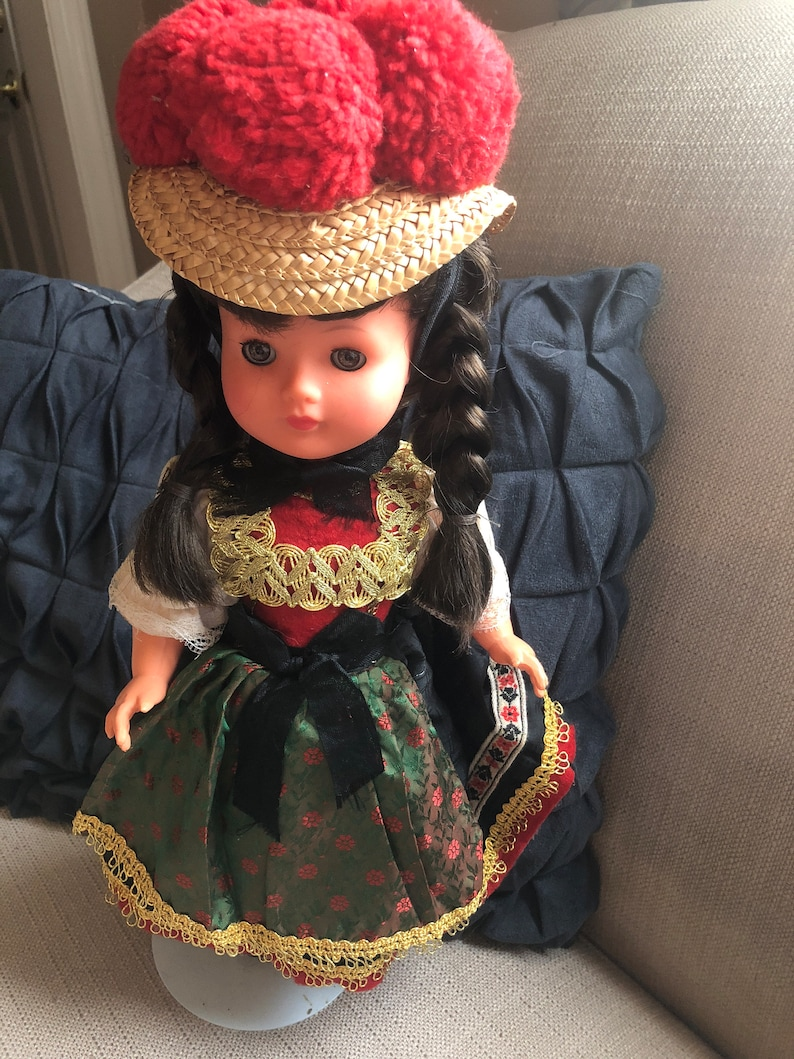 Beautiful German Bollenhut vintage doll