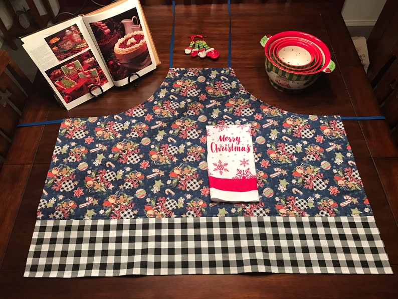 Buffalo Plaid Baking Cooking Apron Christmas Holiday Cooking Apron Adult Cooking Apron with Attached Hand Towel Women\u2019s Cooking Apron,