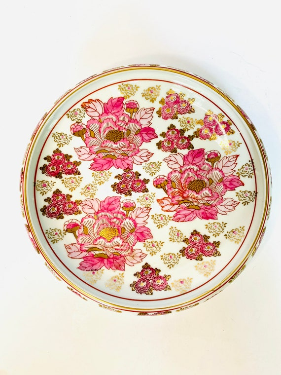 Japanese Gold Imari Hand Painted Porcelain Bowl of Pink and Gold Chrysanthemums