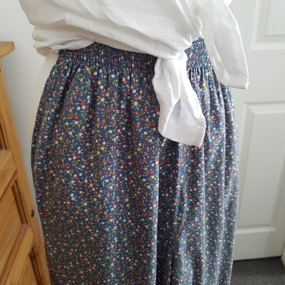 Laura Ashley vintage classic ditsy floral pull on