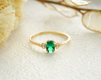 Stackable ring Emerald gold ring Natural Emerald ring Vintage Emerald Stone ring Green Emerald ring Gift for her Mother/'s day Gift