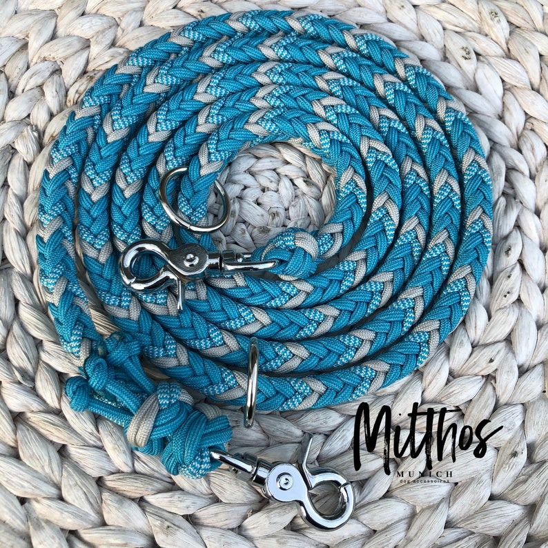 Dog leash in Paracord light blue silver