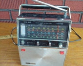 Vintage Montgomery ward AIRLINES radio mid century tube radio antique silver black color made japan boombox retro antenna with cord