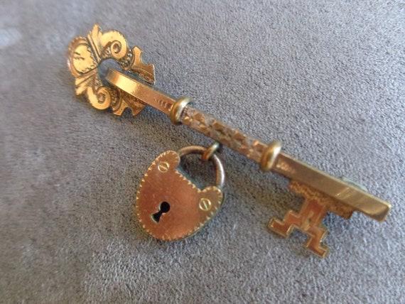 Victorian key and lock bar pin