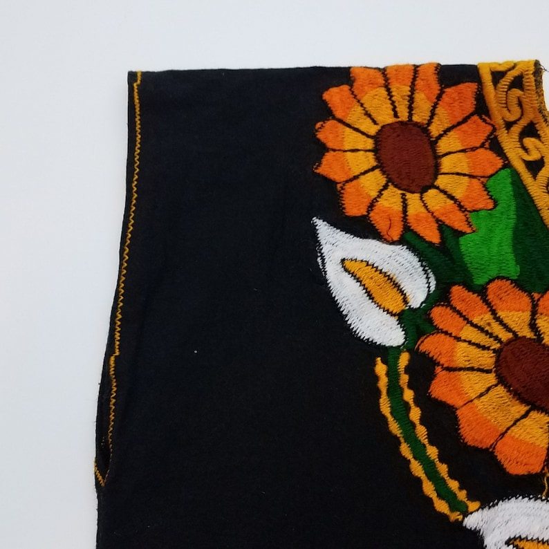 70/'s Vintage Black Boxy Linen Embroidered Sunflower Top Boho Hippie Mexican Blouse Medium Size 4 Size 6