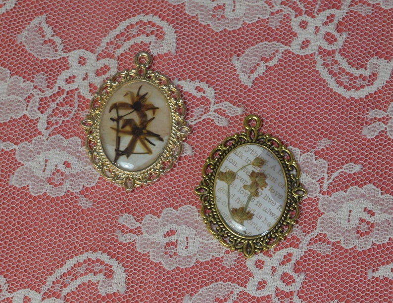 Real Pressed Flowers Vintage Cottagecore Style Large Pendant Handmade Jewelry for Mother/'s Day Gift