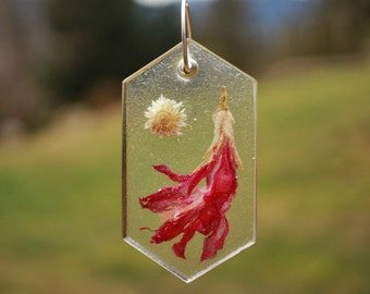 Resin Suncatcher Resin Ornament Dried Flowers Unique Decor Grace Ward Andromeda Flower Framed Flowers Nature Inspired Jewelry