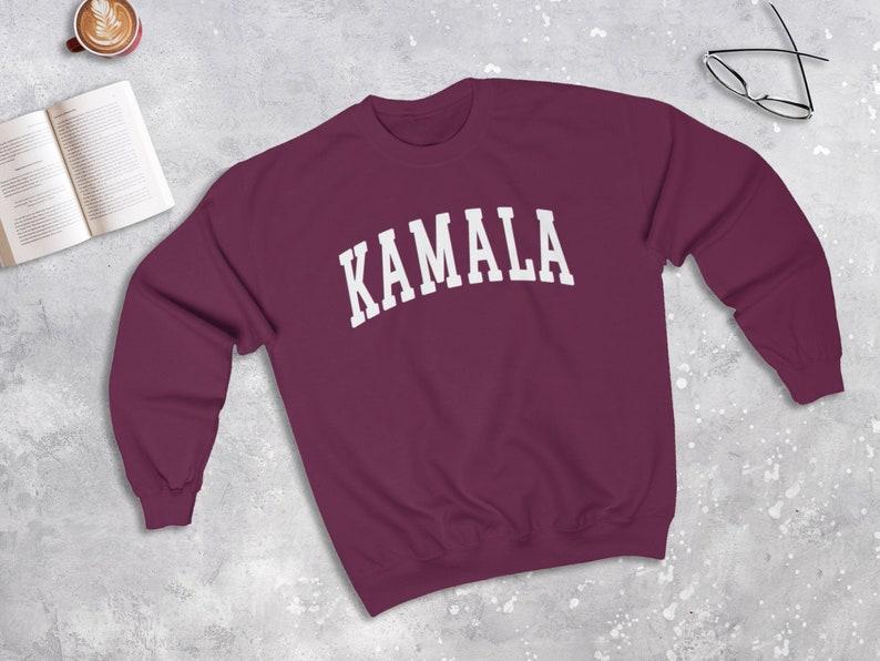 Kamala Harris College Sweatshirt Pull de campagne Pull image 0