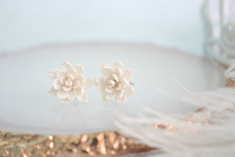 Wedding succulent White succulent jewelry gift Plant lover gift. Succulent stud earrings