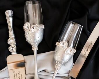 Silver Wedding Glasses, Wedding Flutes with Heart, Mr & Mrs Flutes, Personalized Wedding cake server set