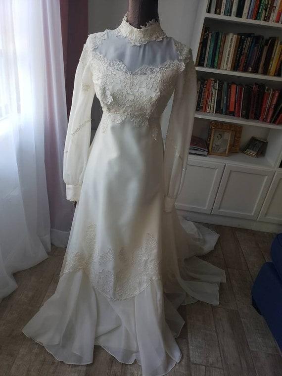 S/M--Vintage Lace Wedding Gown