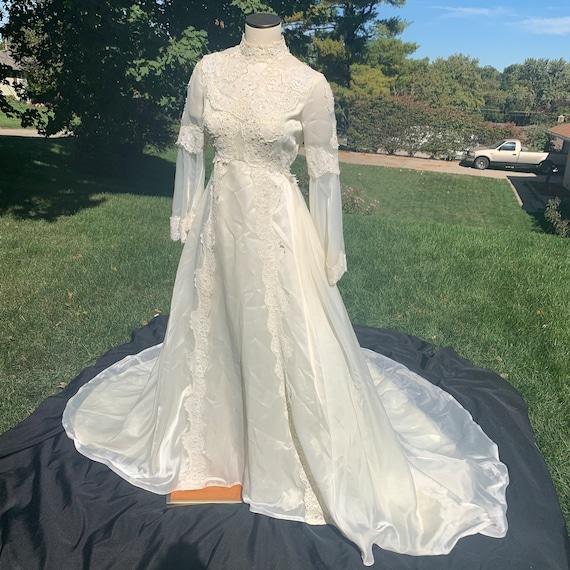Bohemian vintage lace wedding dress