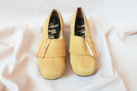 60s Suede Look Shoes ; 1960s Mod Shoes ; 1960s Pum