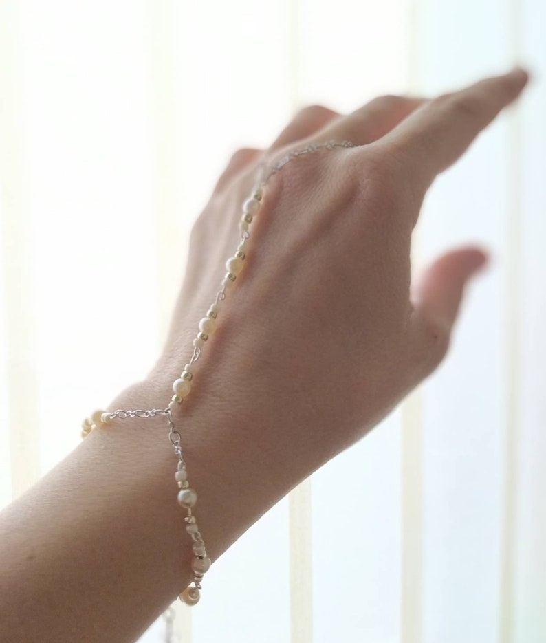Handmade The Pure Bracelet Braccialetto alla schiava con perle e perline.