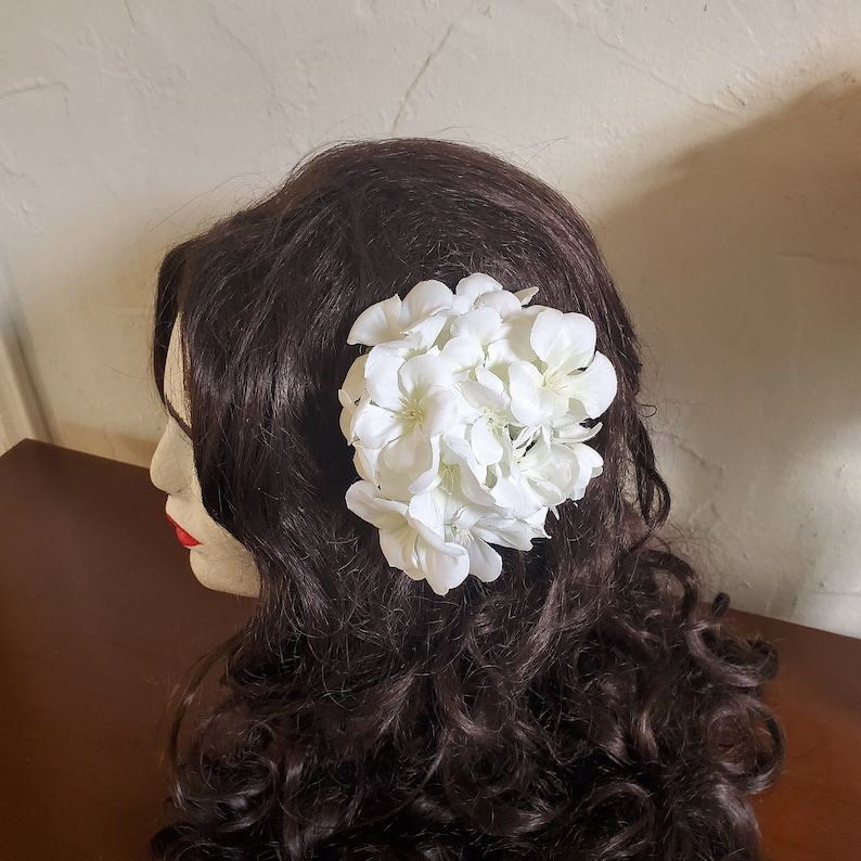 1940s Hair Snoods- Buy, Knit, Crochet or Sew a Snood     White Geranium 1940s 1950s 1960s Pinup Vintage Style Hair Flower Clip Rockabilly Hair Accessories Wedding Hair Flower Hair Clips $13.75 AT vintagedancer.com