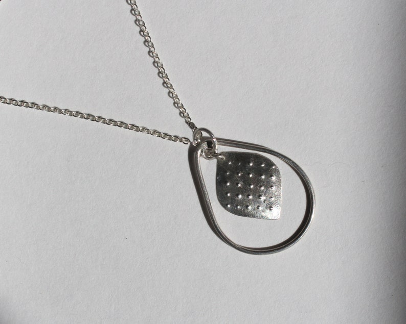 Sustainable and Versatile Jewelry with Minimalist style Perfect for Gift Kumo Jewelry. Silver Dotted Teardrop Necklace
