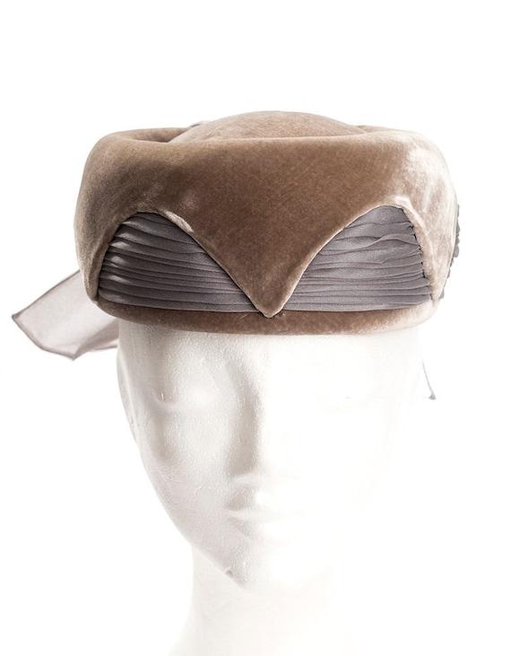 Women's 1960's hat | pillbox hat | gray velvet pil