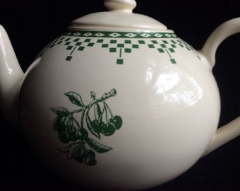 Vintage teapot,cherry teapot,France,De Famille rare green