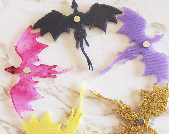 Soaring Dragon - Dragon with Flying Wings - Magnet - Made with Resin