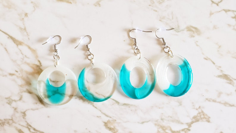 Set of 2 Ovals Earrings with sparkly white on top half clear and blue on bottom half Clear /& Sparkly White Ovals Blue