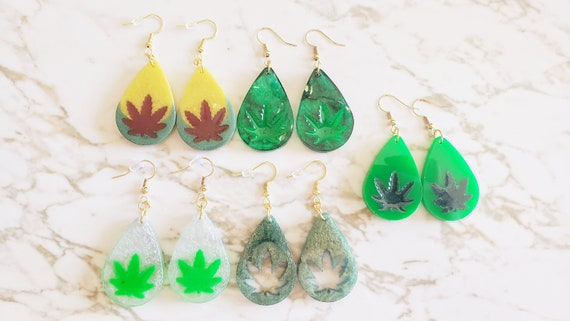 Weed Leaf In Teardrop - 420 Theme - Earrings Made of Resin