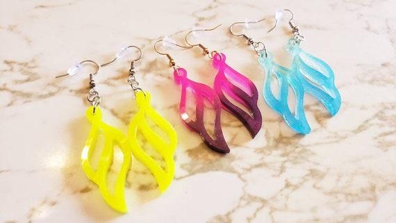 Wavy Teardrops Earrings - Glitter - Earrings Made of Resin