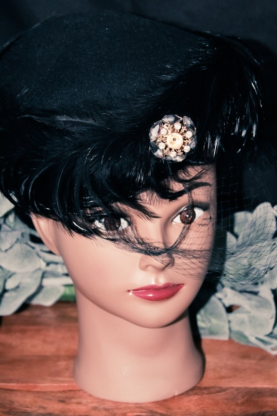 1950s MCM Felt and Feathered Vintage Hat with Broo
