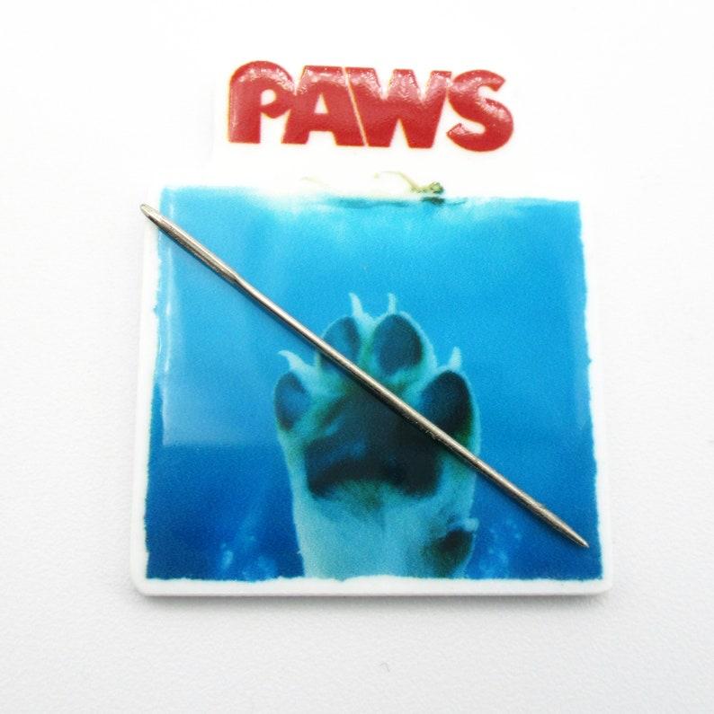 Paws Resin Needle Minder  D21