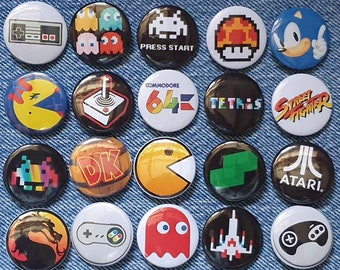"""SPACE INVADERS 25mm 1/"""" Pin Button Badge Video Game Computer Retro Gamer Black"""