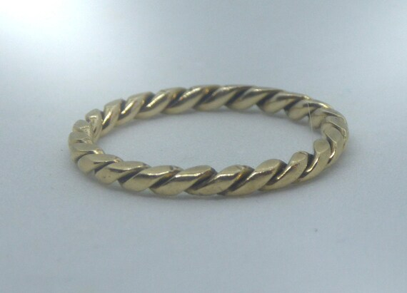 Tiny Vintage 15ct Gold Twist Ring. Stacking Ring.