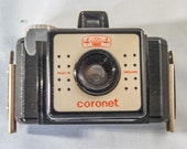 Coronet 44 1950s Camera. Made in England 127 film camera. Mk1 version in good condition - shutter fires.