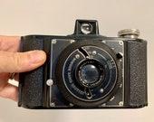 Wembley Sports 120 Bakelite Camera. Art Deco.