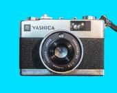 Yashica Electro MC 35mm Zone Focusing Camera. 1972 Film Tested. Working camera.