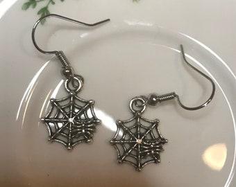 Spiderweb trap earrings