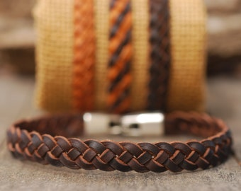 Clasp braided leather bracelet. Handmade rustic cowhide wristband for men, women and children. 4-strip flat braid. Leather craftsmanship.