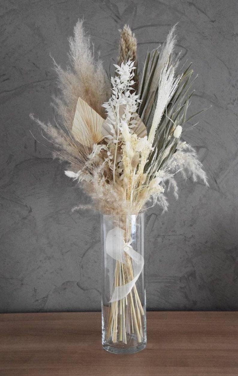 XXL Trockenblumenstrauß mit einem Palmenblatt und Pampasgrassorten