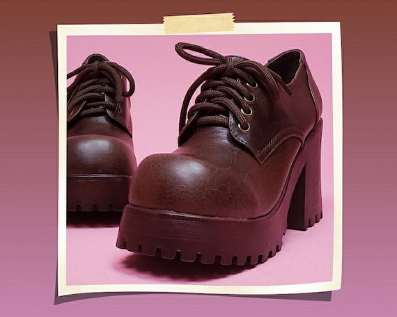 DEADSTOCK Vintage 90's brown lace-up chunky platfo