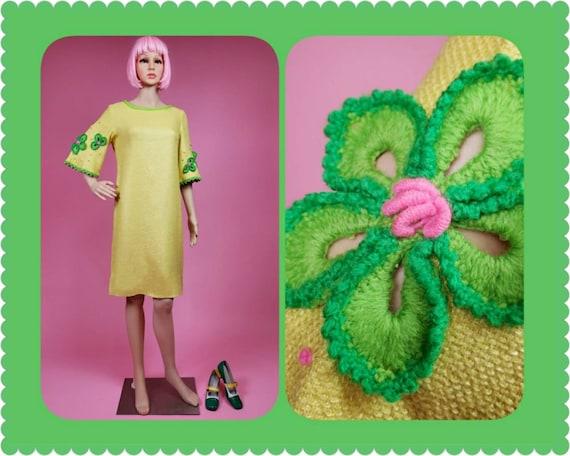 Vintage 60s yellow Phil Rose dress. Floral yarn em